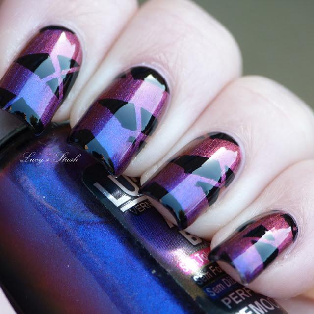 Дизайн ногтей с маникюрной лентой и лаком Ludurana Emocionante - фото