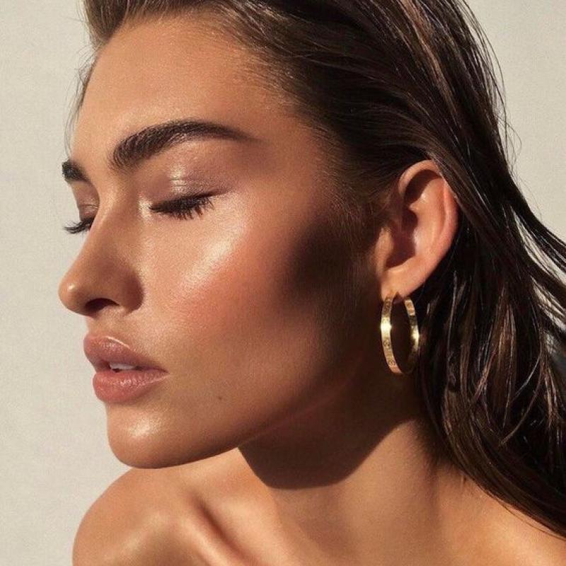 тренд макияжа -сияющая кожа