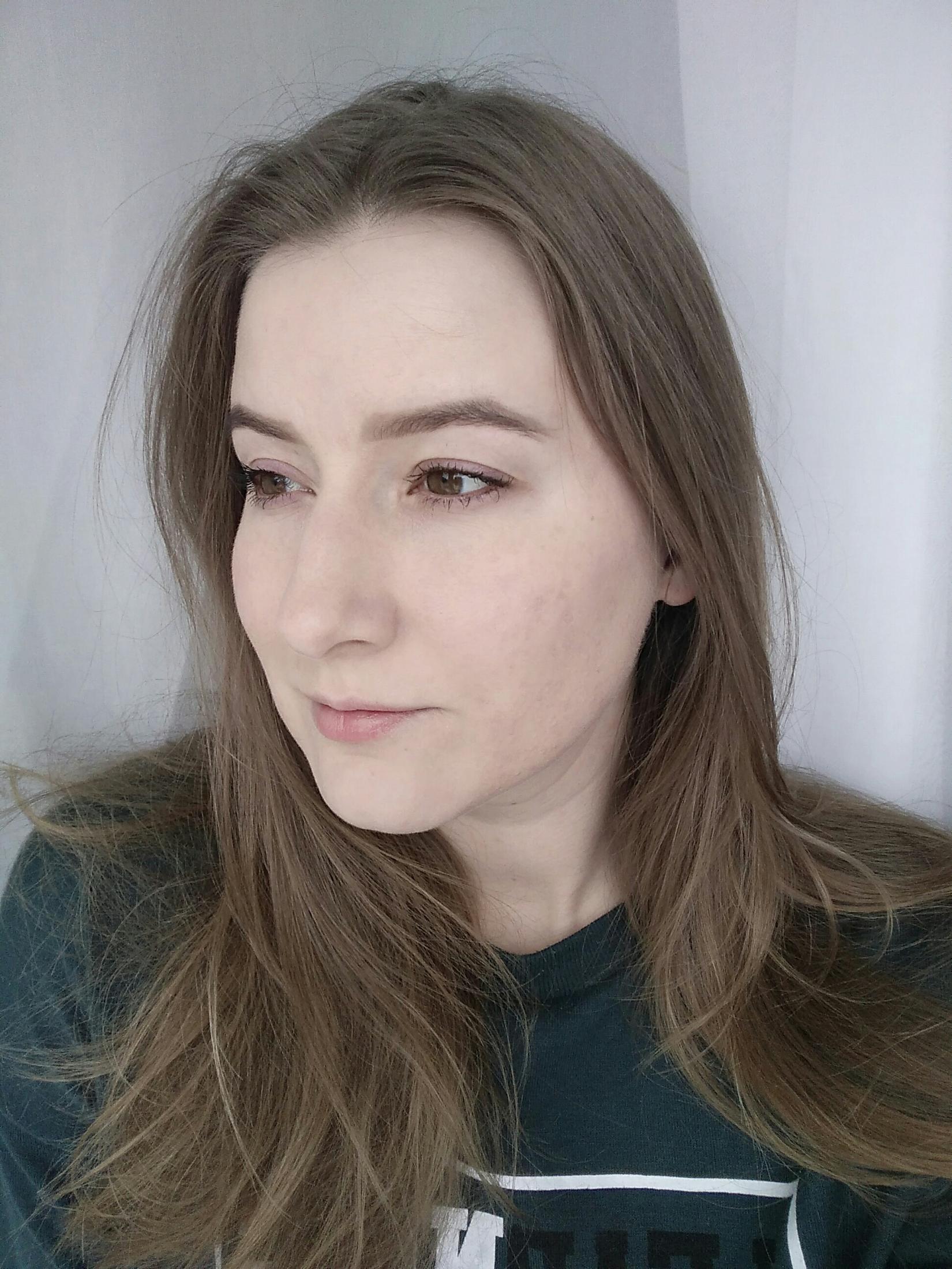 Жидкая тональная основа Eveline Liquid Control HD, 015 Light Vanilla - общий вид в макияже