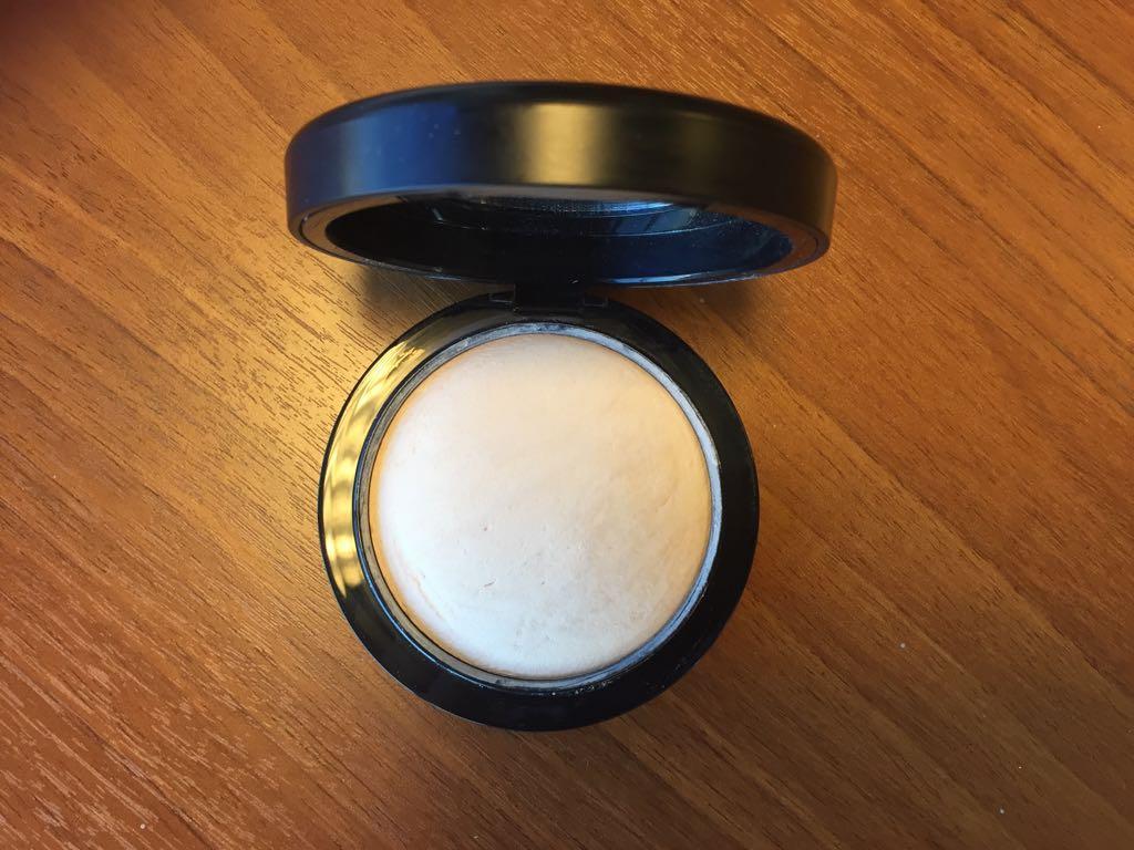 Пудра MAC Mineralize Skinfinish Natural - фото в открытом виде
