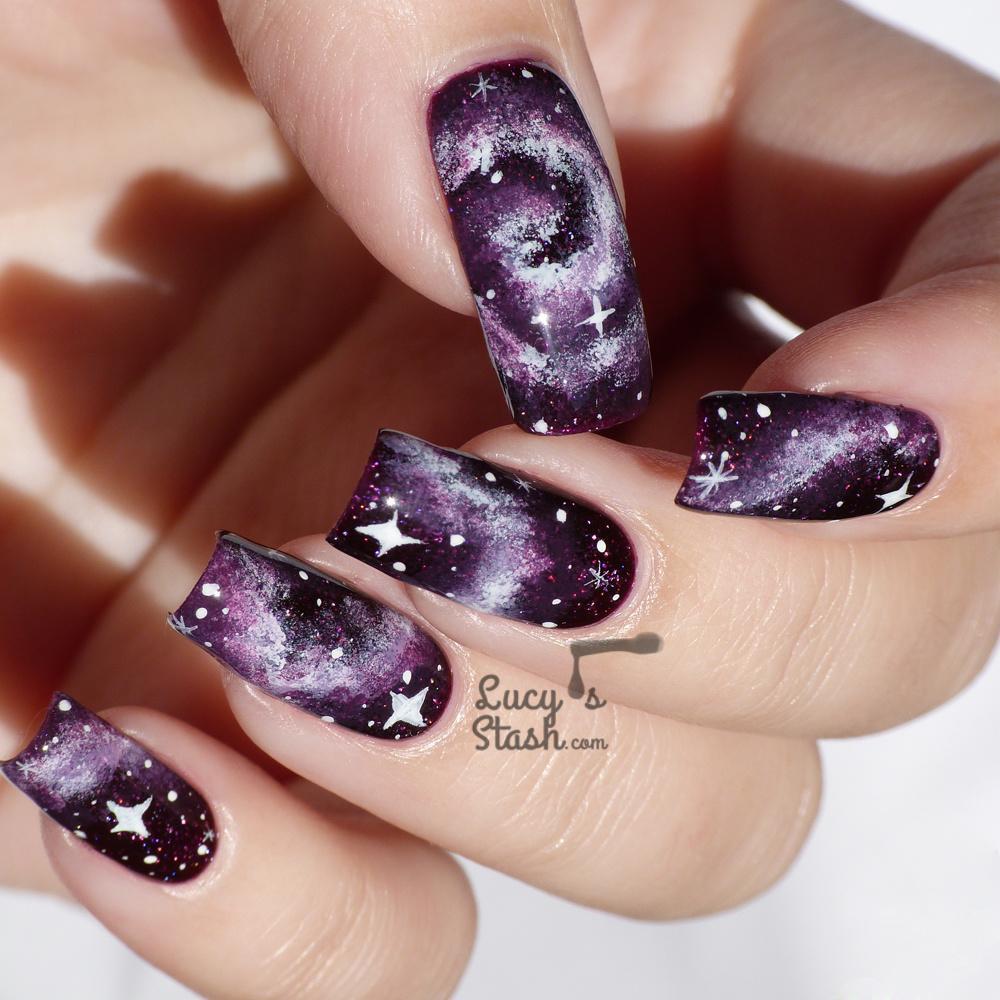 Фиолетовый космический маникюр - фото