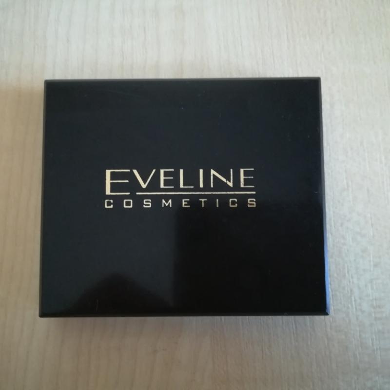 Компактная бархатистая пудра Eveline Beauty Line с шелком