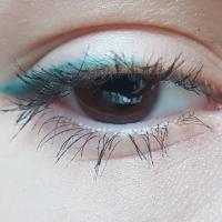 Карандаши для глаз Vivienne Sabo Regard Coquet - 08 изумрудно зеленый, 310 белый молочный - на веке в макияже