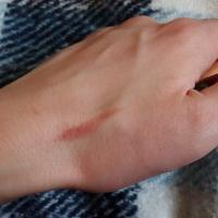 Помада увлажняющая Avon Luxe Nude Slip/Нежный поцелуй - свотч (без растушевки)