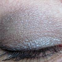 Кремовые тени Make Up For Ever Aqua Cream, #1 - графитовый черный (антрацит) и #3 - серебряный - в макияже