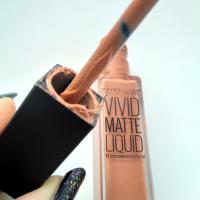 Жидкая матовая помада Maybelline Vivid Matte Liquid 50 Nude Thrill / Трепетный бежевый - дефект упаковки